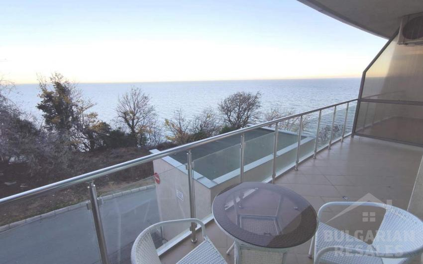 Apartment with sea view in Byala on the first line ID 1556, Byala. Photo  1